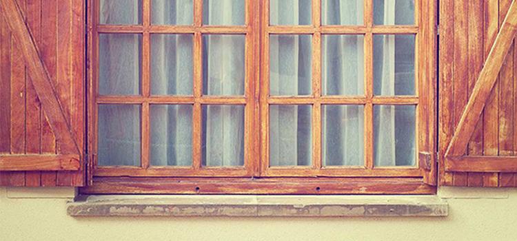 Aidez vos portes et châssis en bois à passer l'hiver