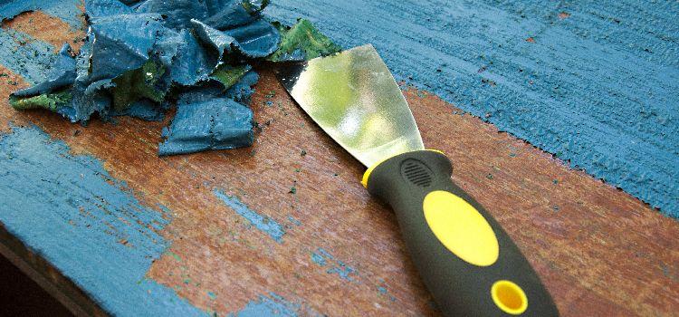 Comment décaper un meuble en bois (ciré, vernis, peint, brut)?
